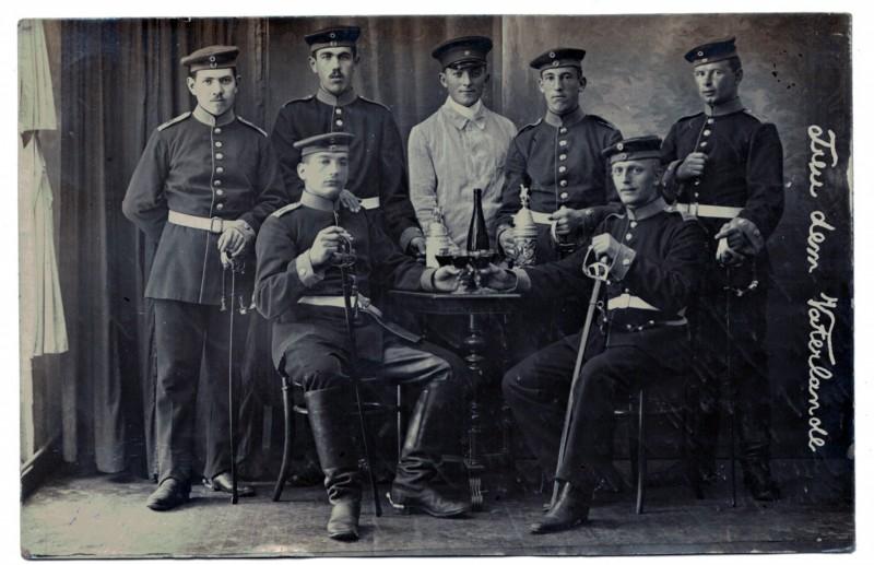 Carte photo Soldat Allemand scène caserne 1914/1918