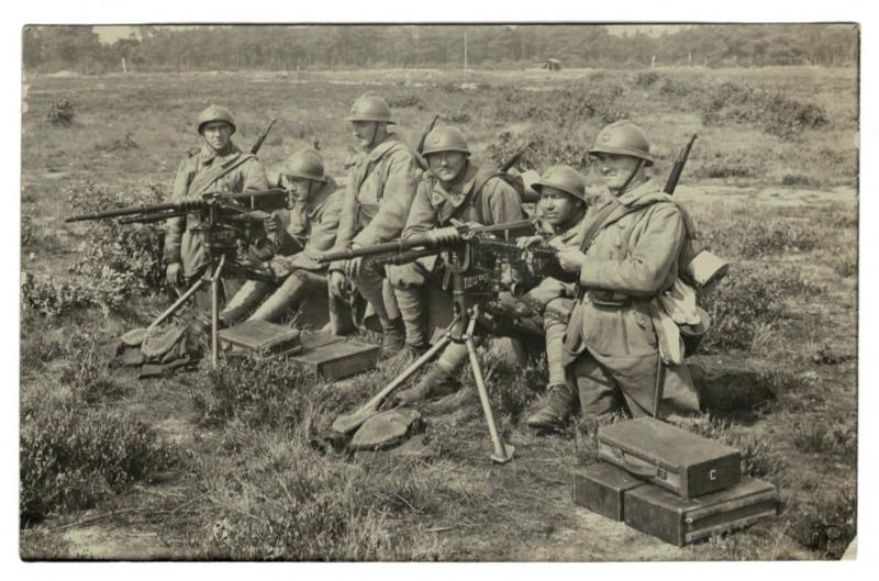 Carte photo Soldat Français mitrailleuse groupe mitrailleuse de 8 mm Hotchkiss modèle 1914
