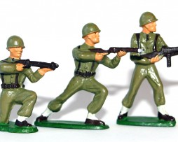 Figurines Starlux ancienne 3 soldats infanterie