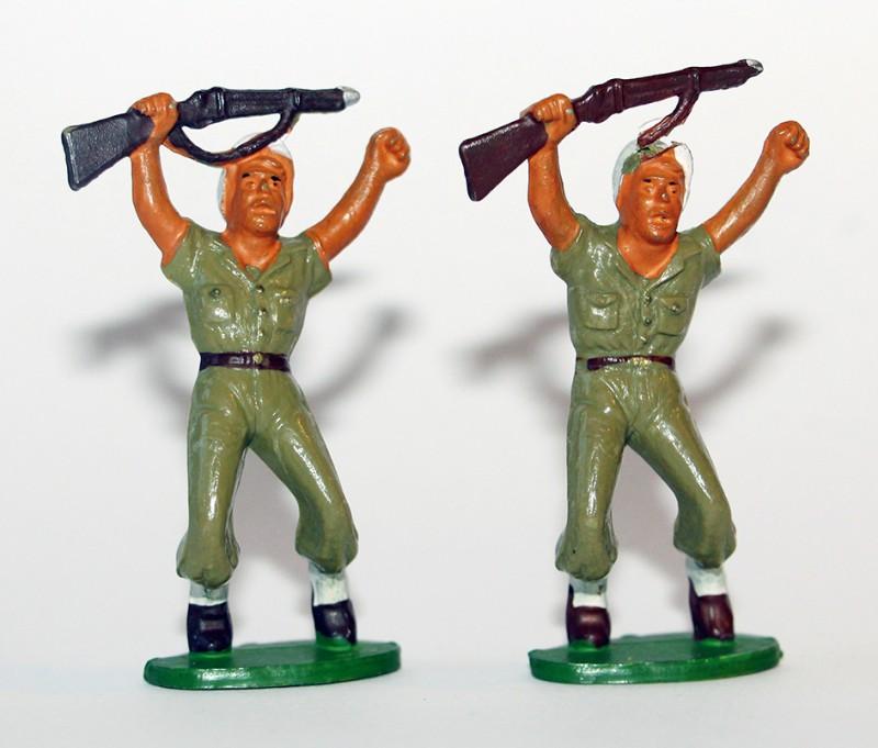 Figurines Starlux ancienne 2 Légionnaires Blessés