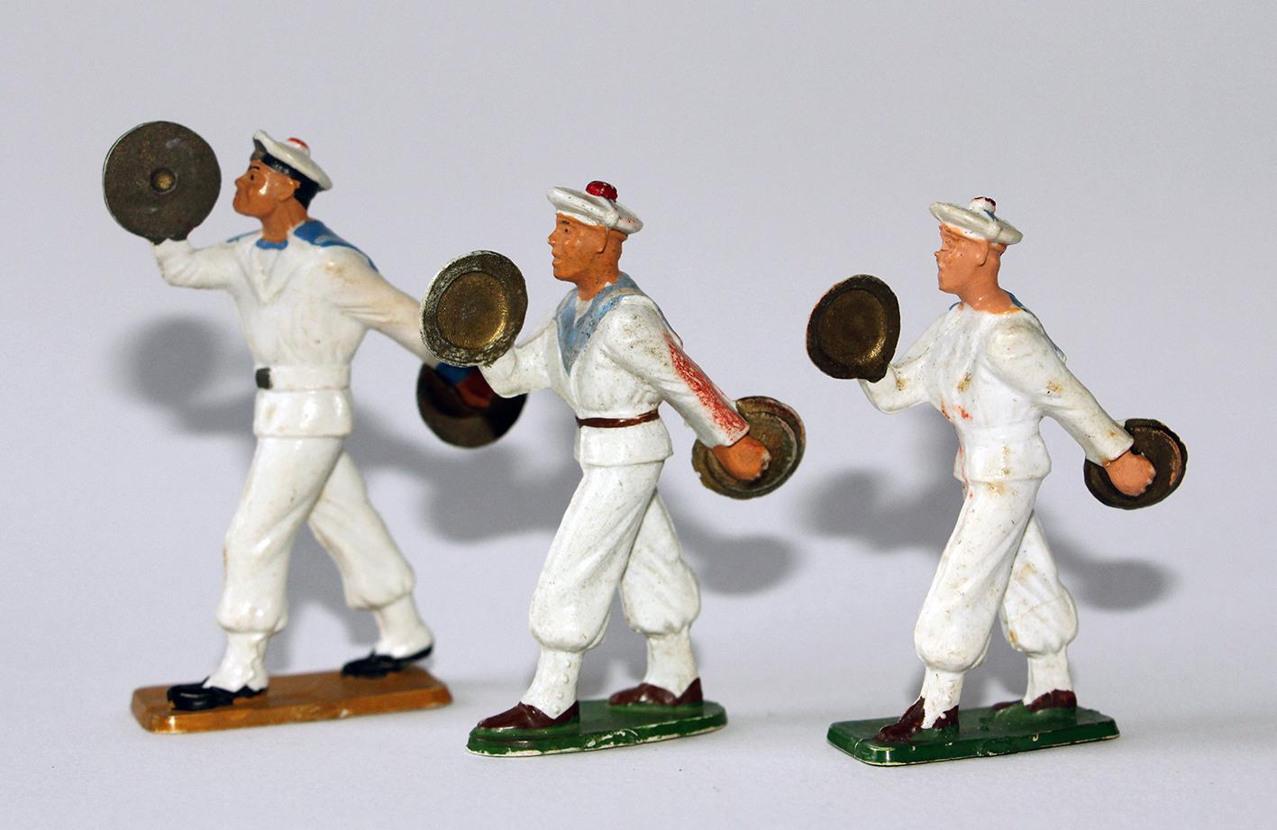 Figurines Starlux anciennes 3 marins français Fanfare