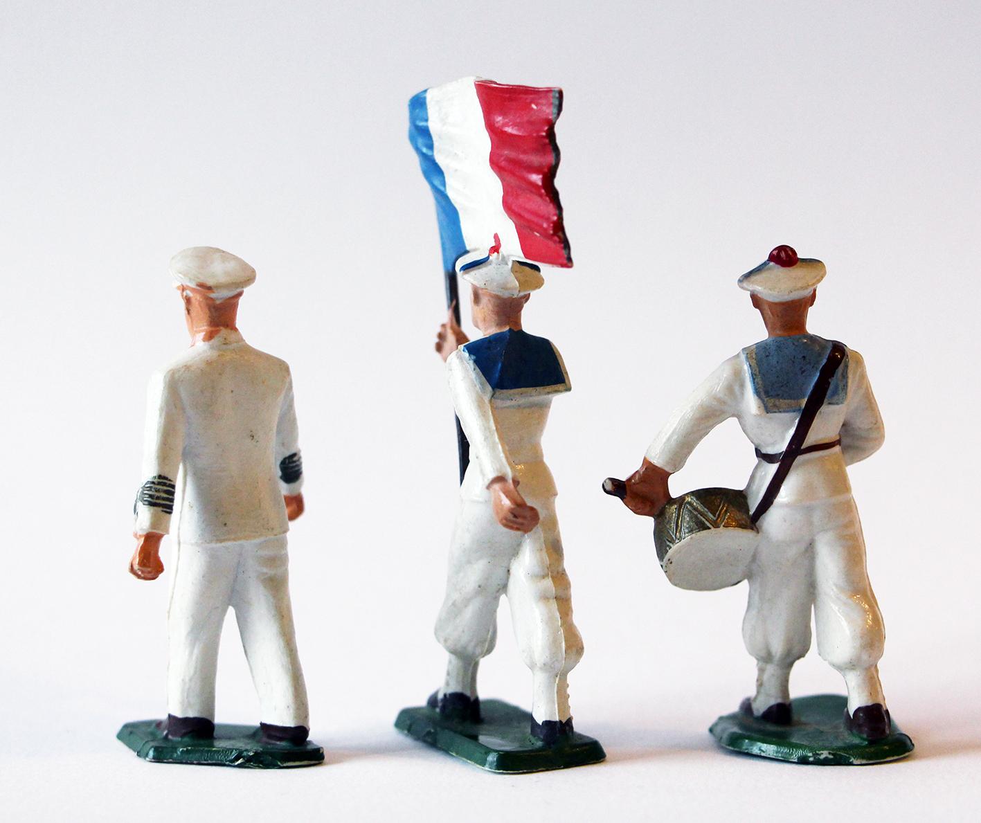 Figurines Starlux anciennes 3 marins français Fanfare Drapeau Officier