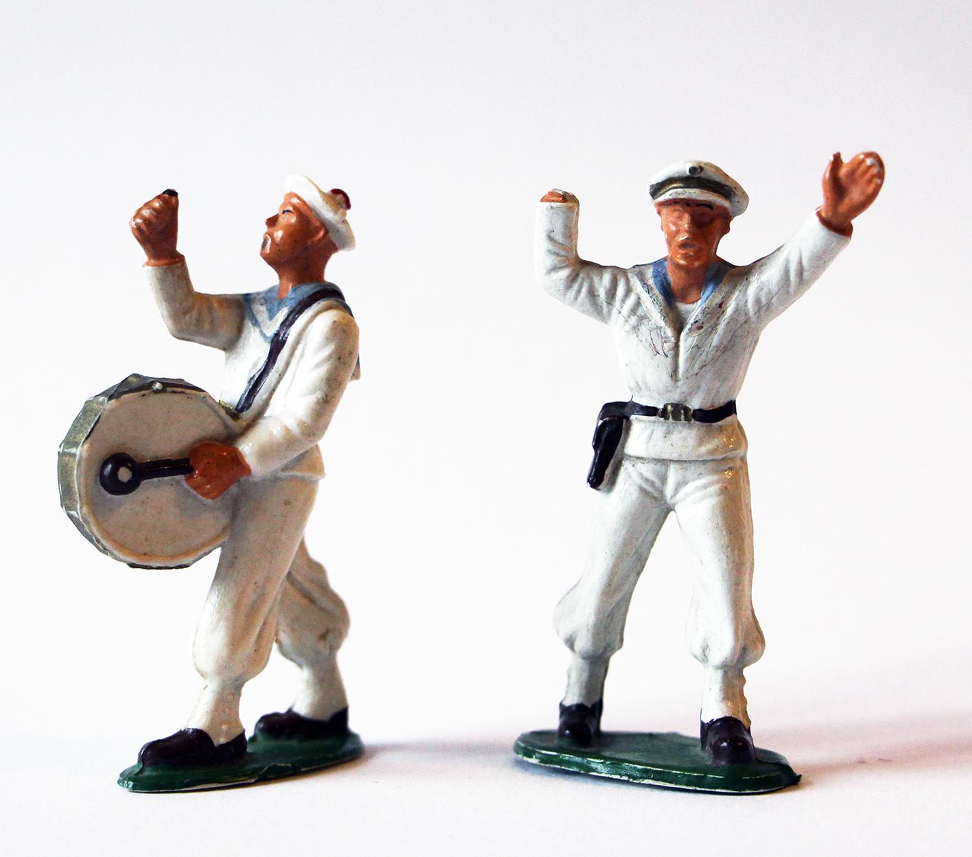 Figurines Starlux anciennes 2 marins français Fanfare Grosse Caisse Officier