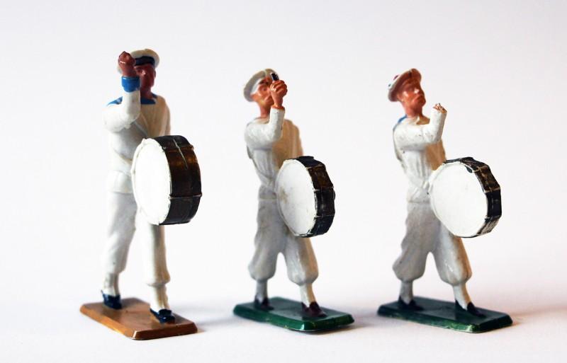 Figurines Starlux anciennes 3 marins français Fanfare Grosse Caisse
