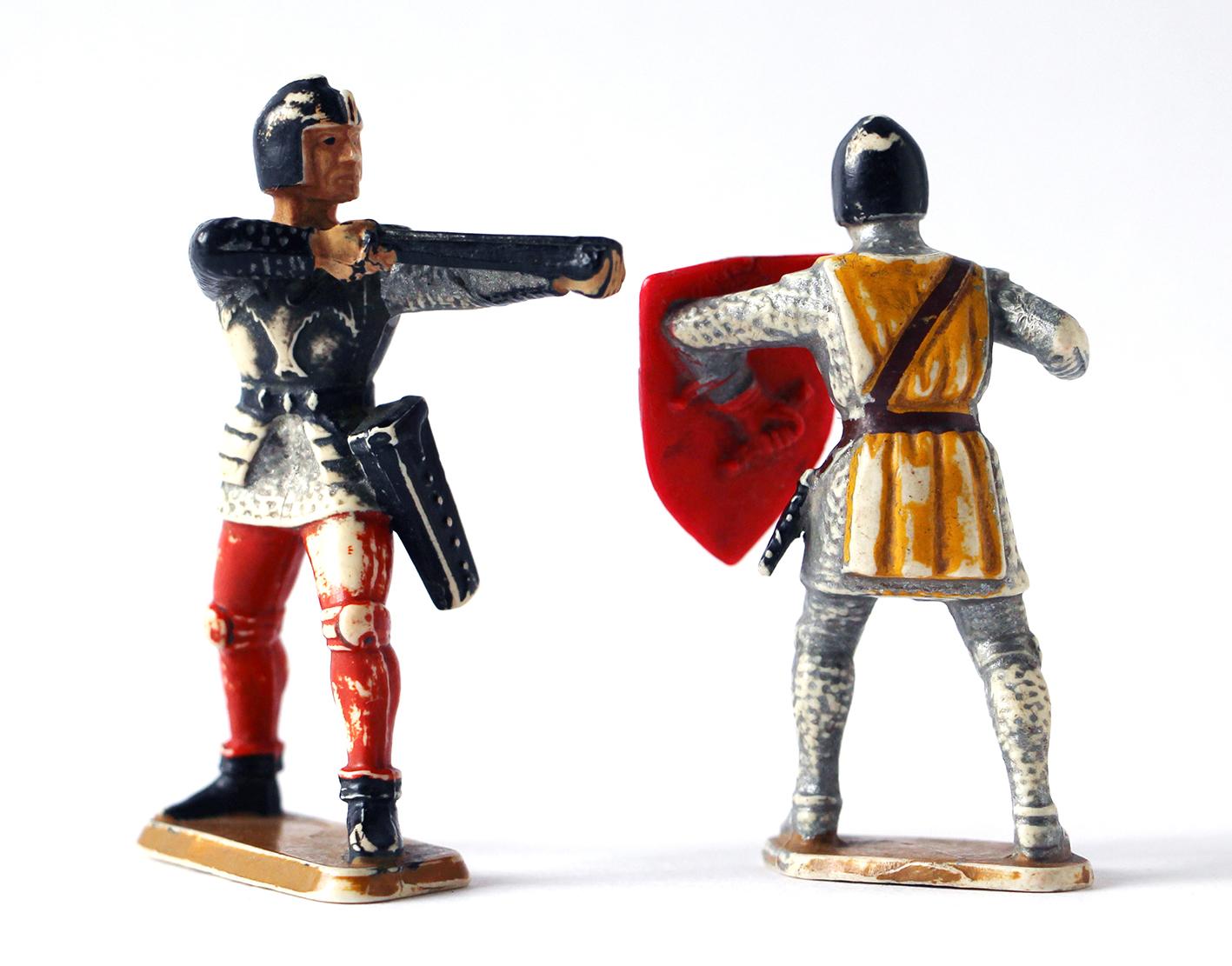 2 anciennes Figurines Starlux Chevalier Moyen Age
