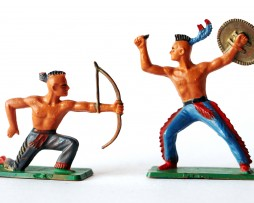 2 Figurines Starlux Indiens Sioux