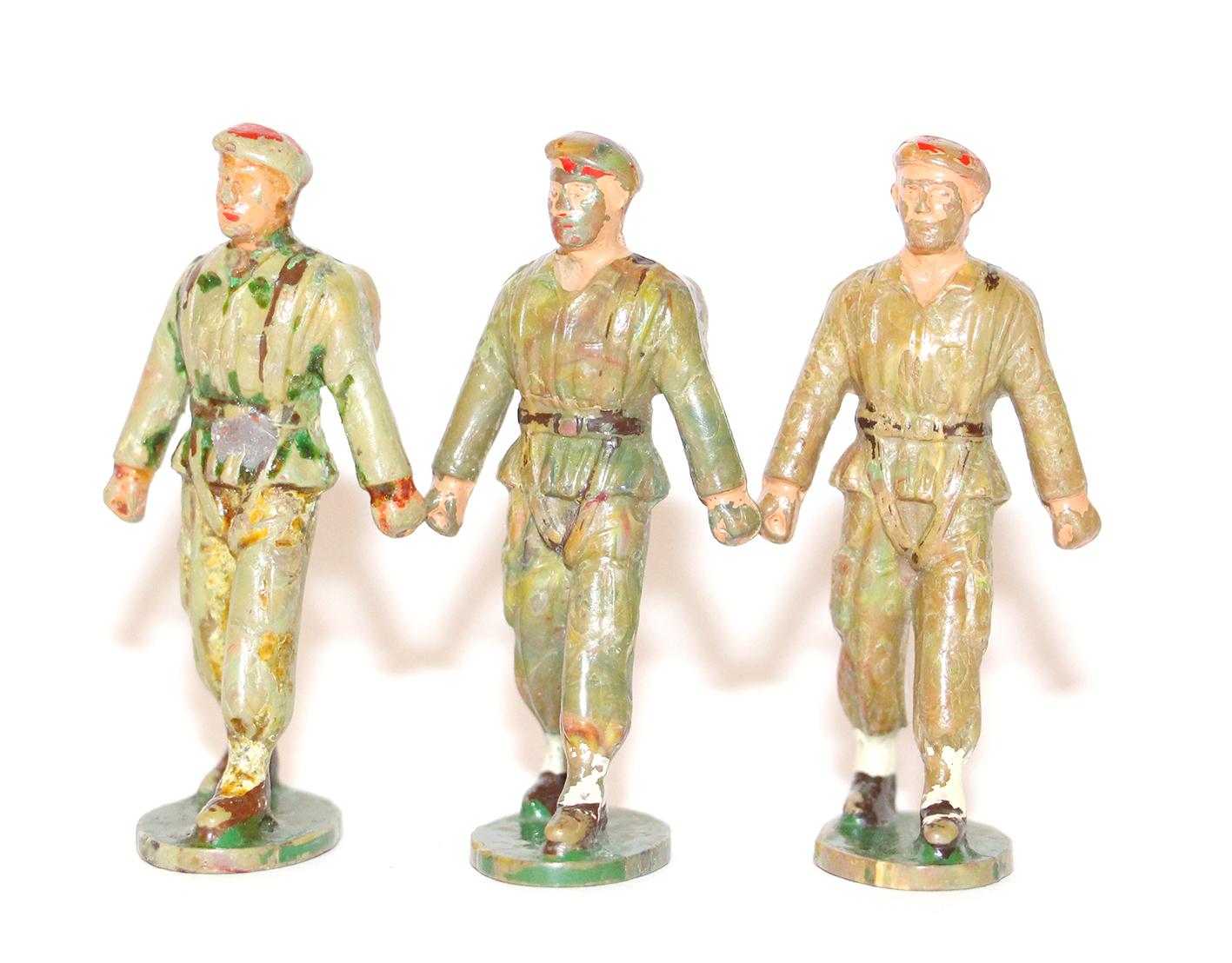 10 Figurines Starlux - Parachutistes - Défilé - Musique - France - Béret rouge