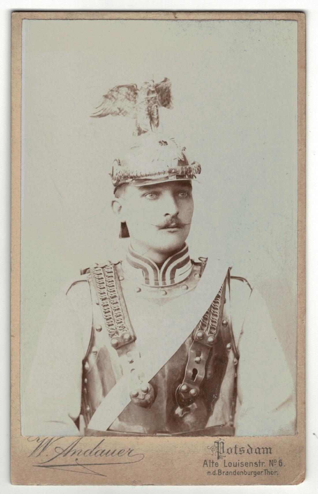CDV Soldat Allemand / Alsacien - Armée Cavalerie - Grande tenue - Casque à pointe - aigle - Garde du Corps - Sabre 1898