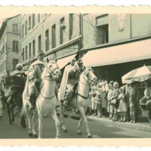 4 Photos Snapshot - 1950/1960 - Spahis défilé - Village France