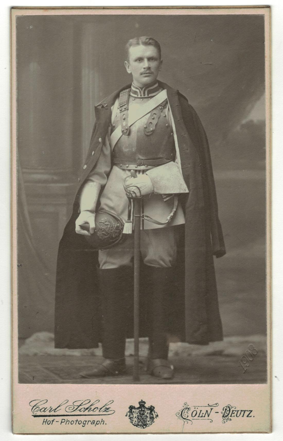 CDV Soldat Allemand / Alsacien - Armée Cavalerie - Grande tenue - Casque a pointe - Cuirassier - Sabre 1898