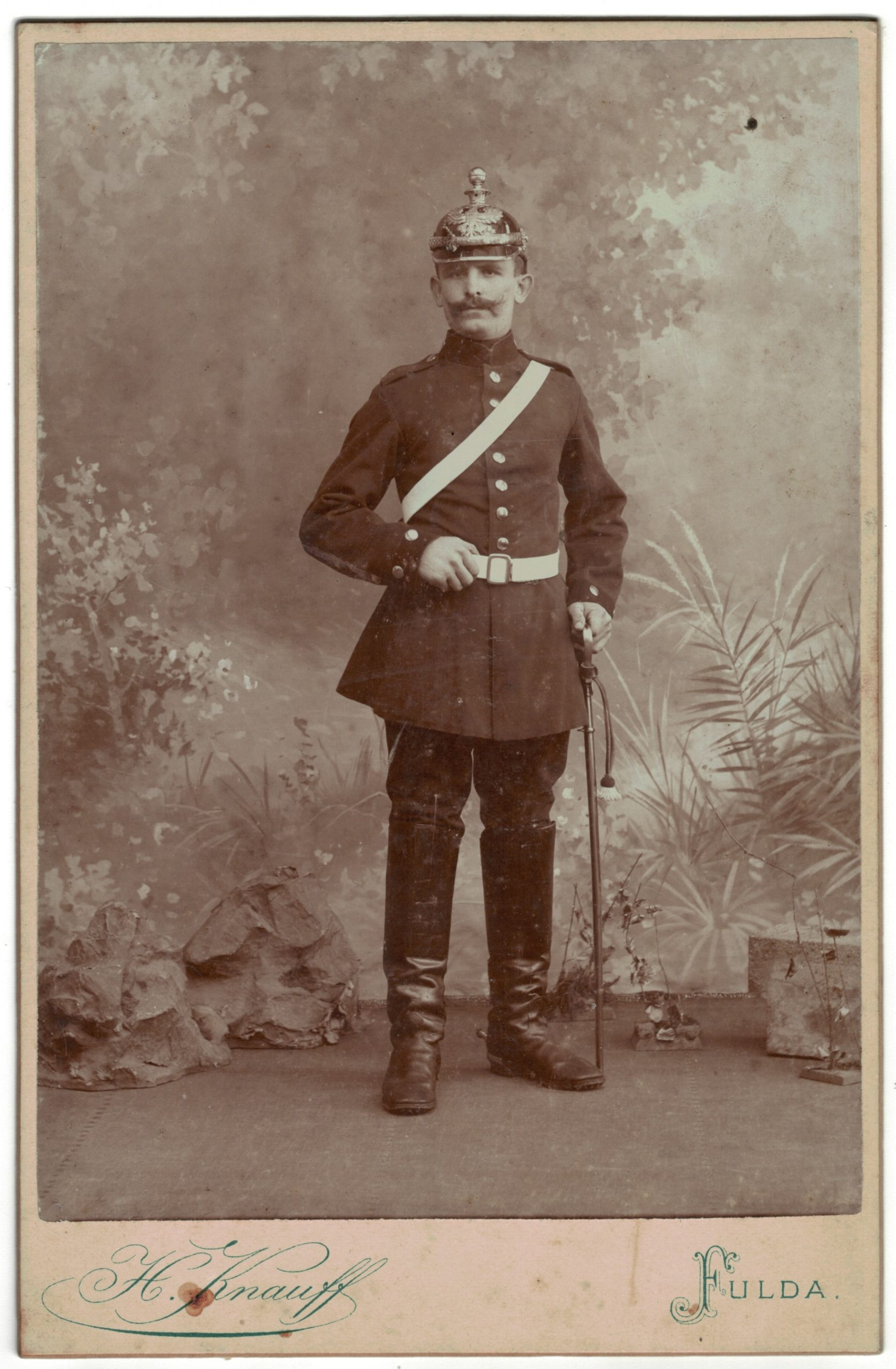 Carte CDV photo - Grand format - Soldat Allemand Fula fin XIX début XX. Artillerie Uniforme - Casque