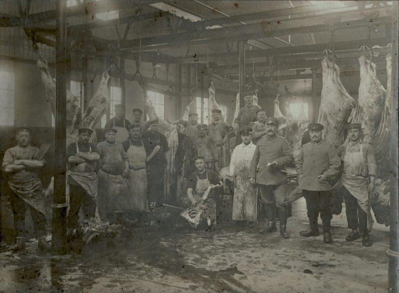 Grande photo - Boucherie Arrière du Front - Grand format - Boucher Allemand au travail - Prusse - Intendance - Guerre 14/18