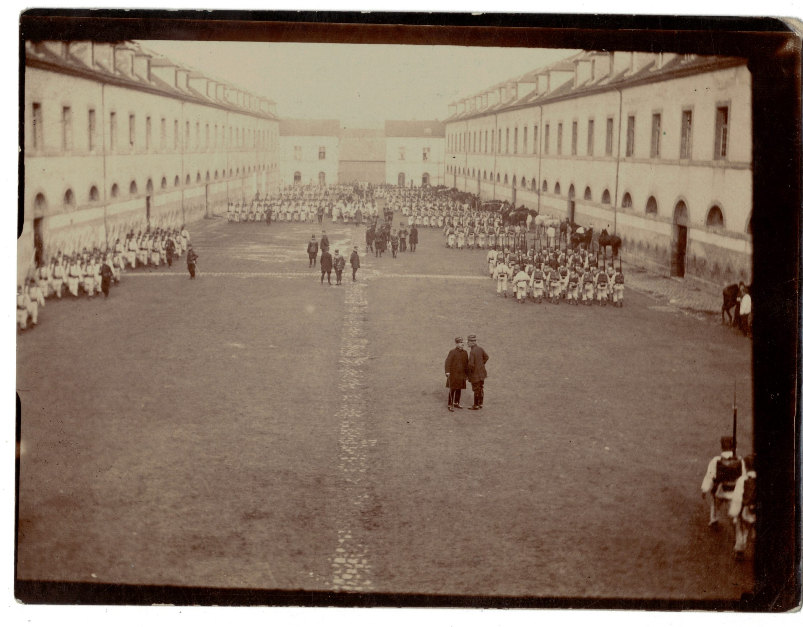 Photo papier originale caserne exercice - Armée Française - Uniforme - Officiers - Paquetage - France - 1914/1918