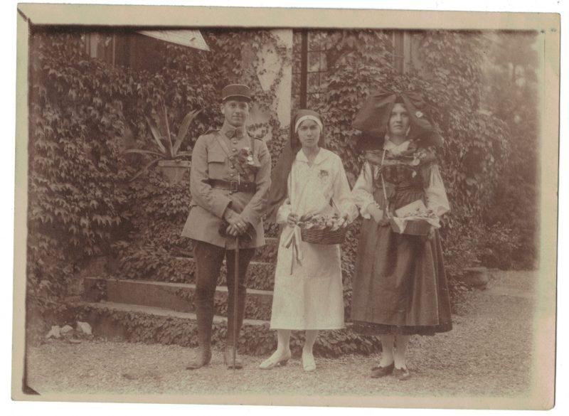 Photo papier originale - Alsace - Officier - Uniforme - Guerre Mondiale - 14/18 - Infirmière - Alsacienne - 32eme - Képi - Décoration - Médailles