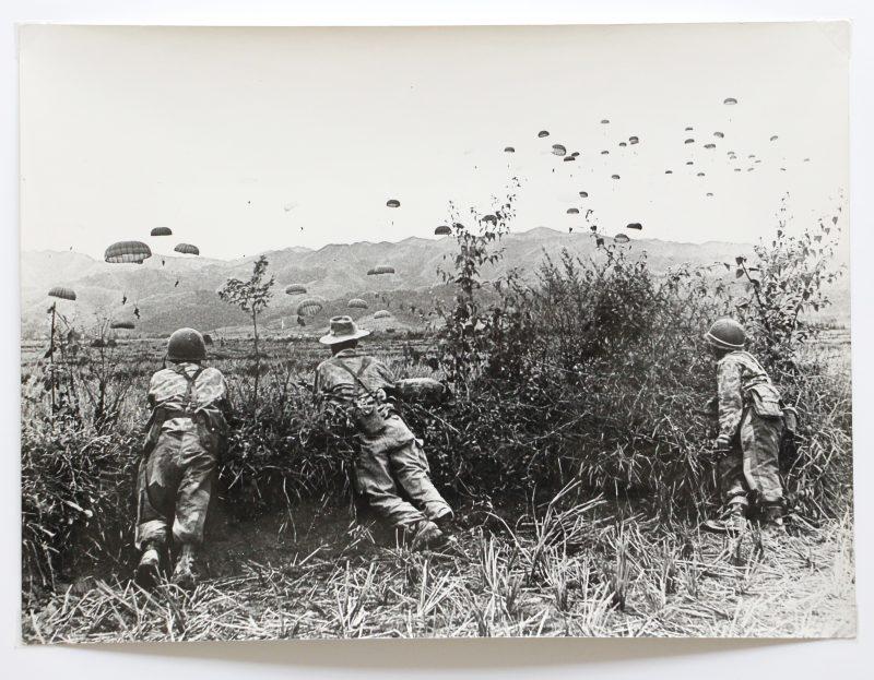 Belle série de Photos papier originale - Photo de presse - Guerre Indochine - Action - Opération - Bataille de Diên Biên Phu - Parachutiste