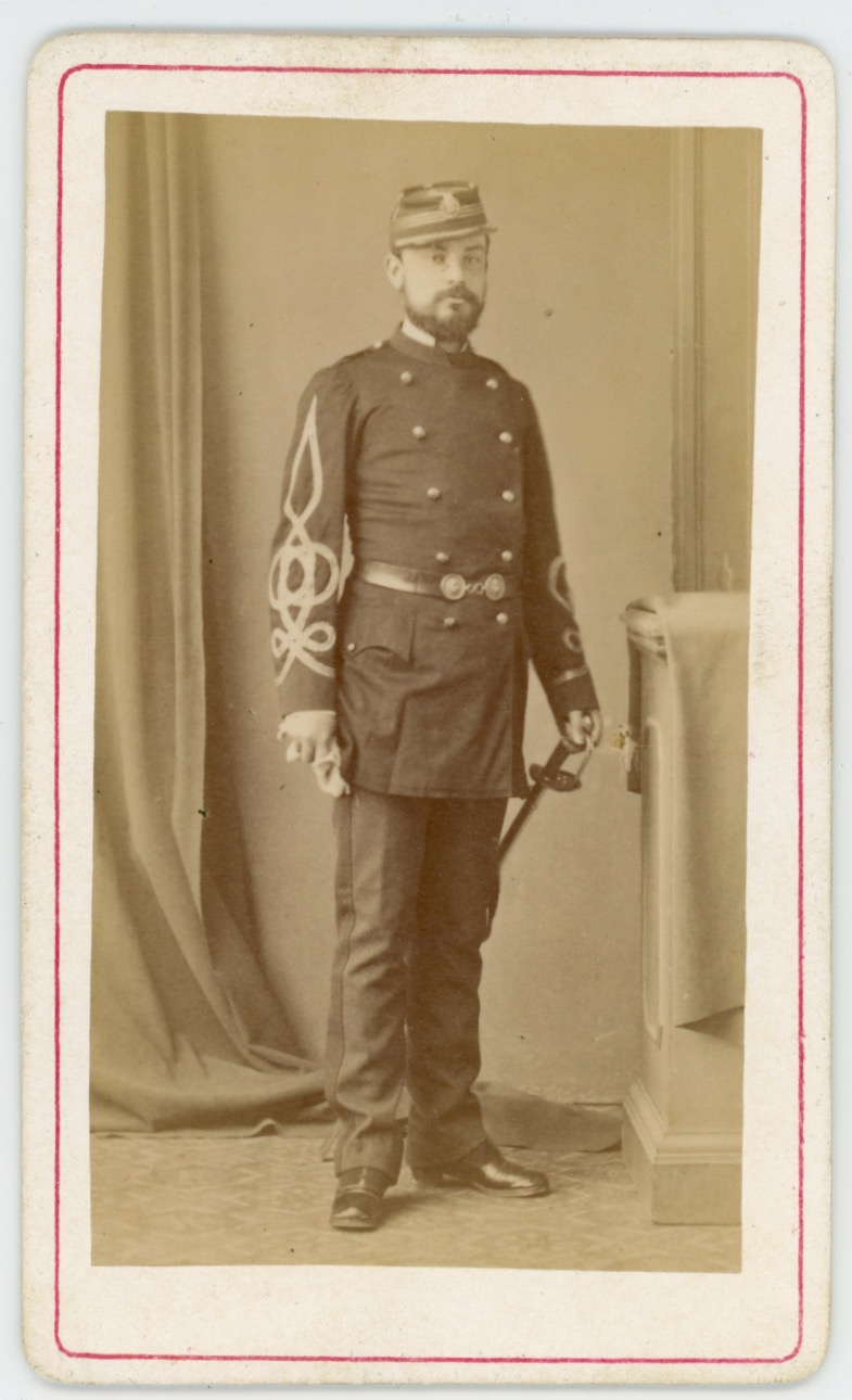 CDV - Ancienne Photographie - Capitaine - Second Empire - Régiment Garde Nationale- Uniforme - Médaille - Kepi