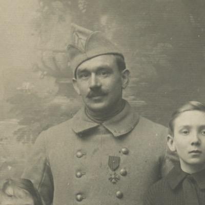 Carte photo Soldat Français - Casque Adrien - Photographie Guerre 14/18 - Poilu - Médaille Militaire - Croix de Guerre avec citation