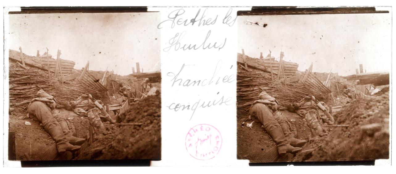 Photo Plaque Stéréo - Guerre 14/18 - Conflit - Tranchée - Vue Stéréoscopique - Poilu - Uniforme - Document actualité - 019