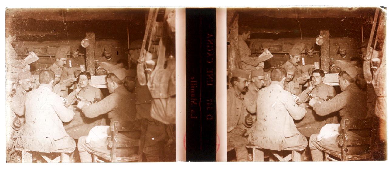 Photo Plaque Stéréo - Guerre 14/18 - Conflit - Tranchée - Vue Stéréoscopique - Poilu - Uniforme - Document actualité - 009