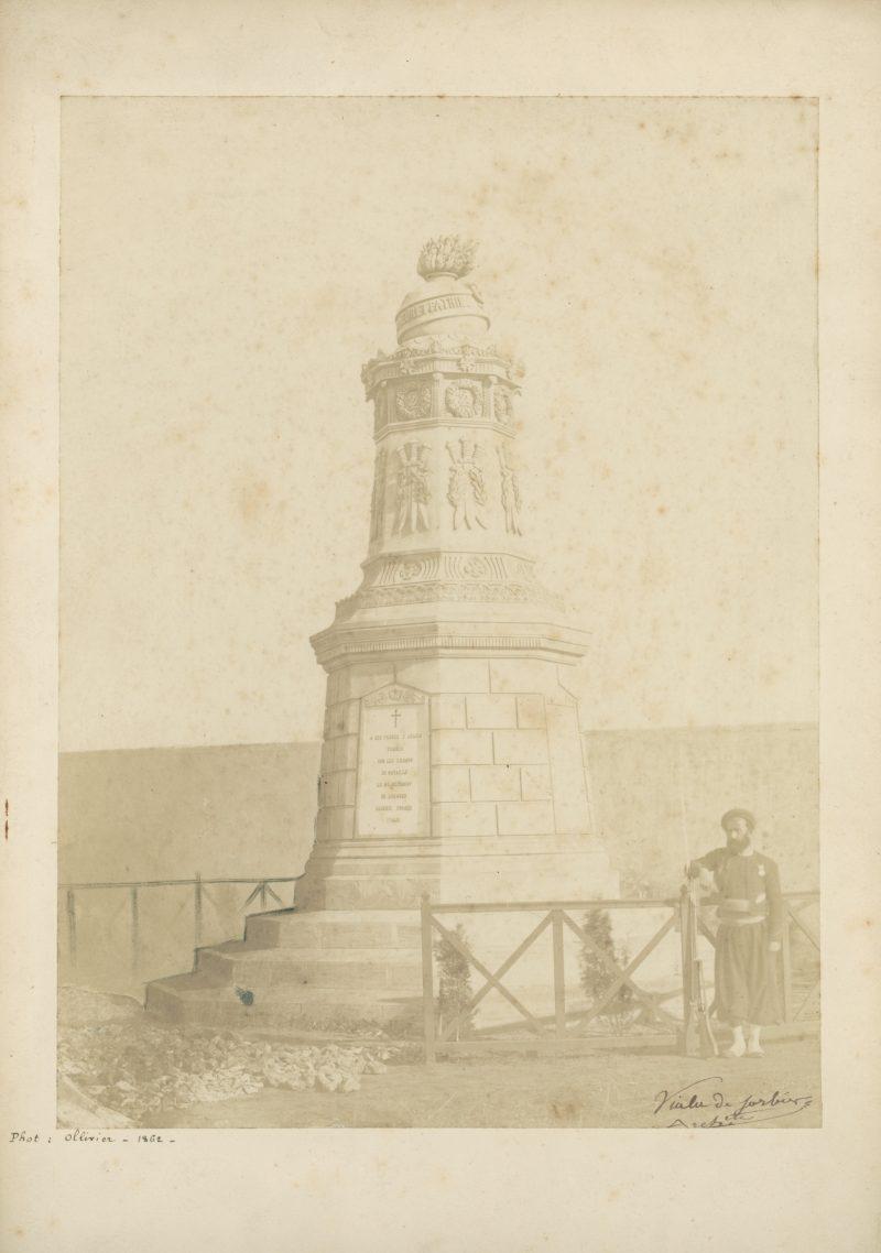 Ancienne Photographie - Régiment Zouaves - Second Empire - Papier Albuminé - Monument camp de Chalons - 1862