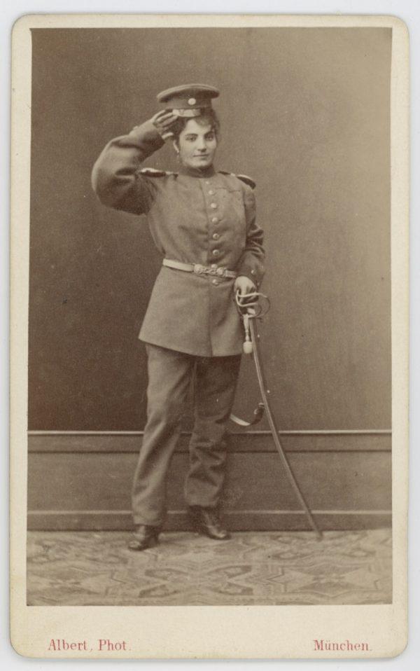 CDV - Ancienne Photographie - Bavière - München - Uniforme - Travestie - Femme en uniforme - Infanterie