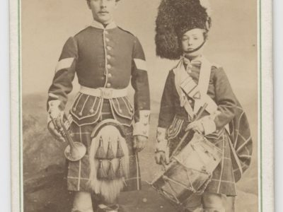 CDV - Highlander - Scotts - Ancienne Photographie - Portrait - Victoria - Uniforme - Médaille - Ecosse - Aberdeen - Kilt