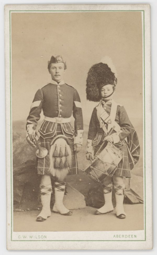 CDV - Highlander - Scotts - Ancienne Photographie - Portrait - Victoria - Uniforme - Médaille - Ecosse - Aberdeen - Kilt