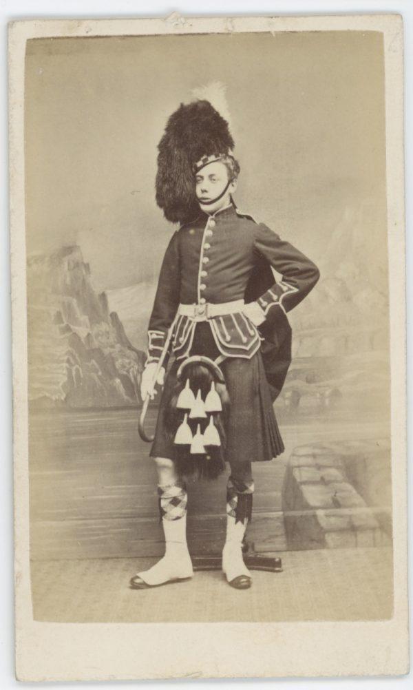 CDV - Highlander - Scotts - Ancienne Photographie - Portrait - Victoria - Uniforme - Médaille - Ecosse - Perth - Kilt