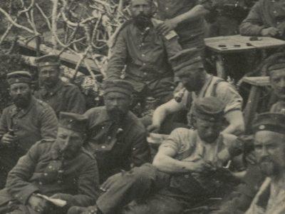 Carte Ancienne Photographie - Guerre 14/18 - Armée Allemande - Infanterie - Prusse / Alsaciens - Conscription - Casque à Pointe - Artillerie - Tranchée 1915