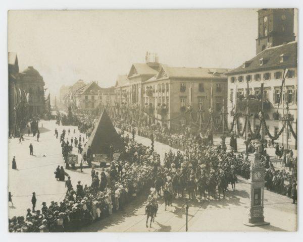 Belle Série Ancienne 9 Photographies - Guerre 1905 - 14/18 - Armée Allemande - Défilé Militaire - Casque à Pointe - Jeu - Uniforme - Karlsruhe - Kaiser