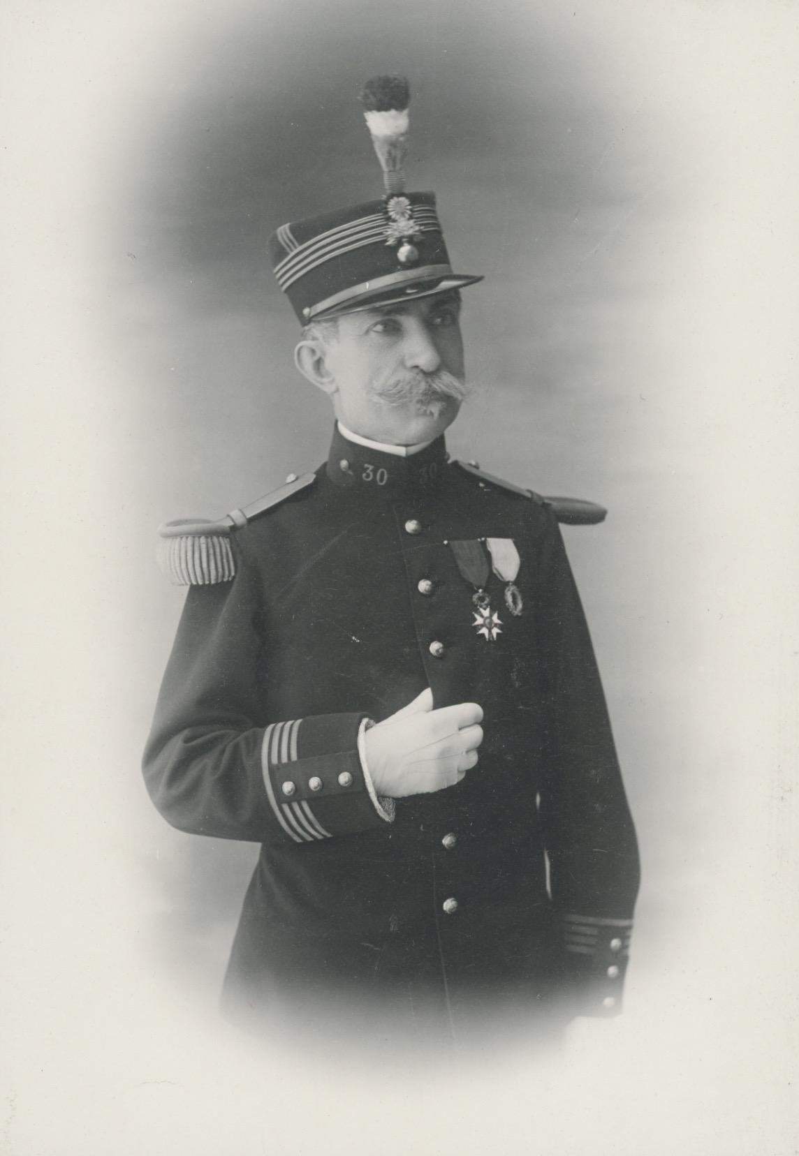 Grande CDV - Officier Colonel - Soldat - Français - Artillerie / Génie - Uniforme - Guerre 14/18 - Croix de la légion d'honneur - Décoration - Paris 1920 / 1921