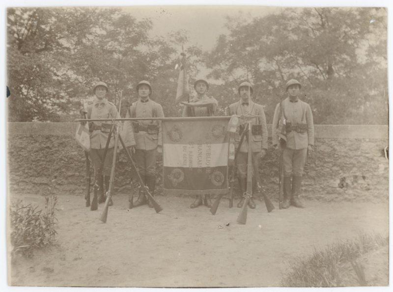 2 Anciennes Photographies - Post Guerre 14/18 - Armée Française - Garde du Drapeau - 8ème Régiment du Génie.